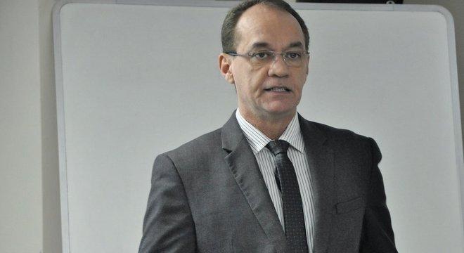 Azeredo, coordenador de emprego e renda do IBGE: 'Você tem 161 mil pessoas no Brasil com superior completo que estão desalentadas'