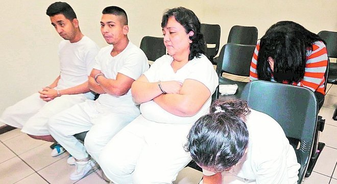 Sete pessoas foram sentenciadas a penas de 15 a 30 anos de prisão por sua participação no grupo conhecido como 'Viúvas Negras'