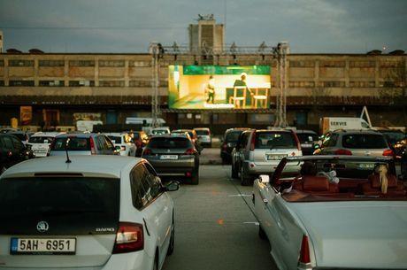 Cinemas drive-in se tornam opção de cultura no país