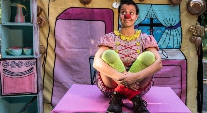 Tatá Oliveira faz a palhaça Augustina, no Circo di SóLadies