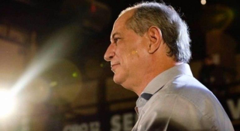 CIRO GOMES - Terceira força na última eleição presidencial, o cearense Ciro Gomes é torcedor do Guarany de Sobral-CE.