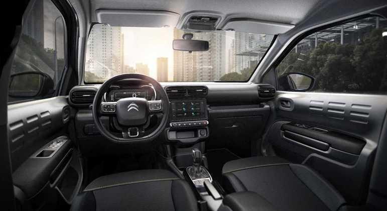 Modelo tem central multimídia de 7 polegadas com conexão com Apple CarPlay e Android Auto