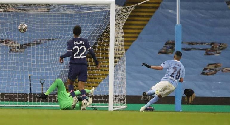 O argelino Mahrez foi decisivo. Marcou os dois gols do City. Ataques conscientes, letais