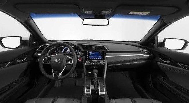 Honda Civic LXL que traz novos detalhes como a multimídia de 7´´ e acabamento black piano
