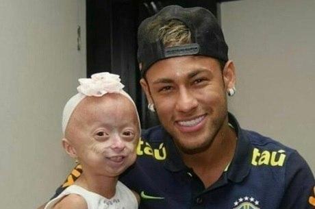 Clarinha realizou sonho de conhecer Neymar
