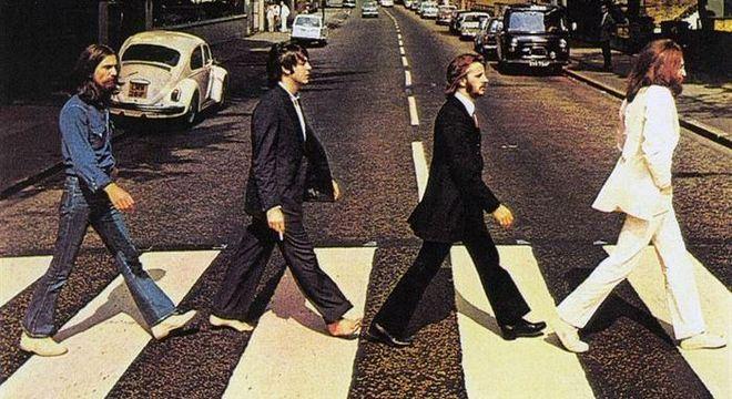Clássica foto feita pelos Beatles para a capa de Abbey Road, em 1969