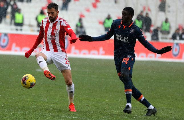 Claudemir - 33 anos - Volante - Último clube: Sivasspor - Sem clube desde: 01/07/2021