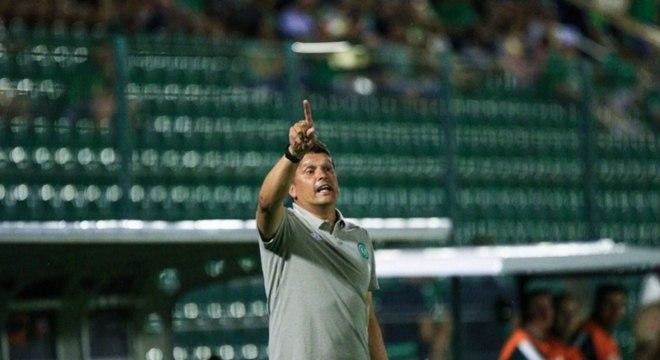 Claudinei Oliveira é mais um treinador livre no mercado. Técnico não resistiu à derrota para o Joinville na Arena Condá em março. Foram 26 jogos, com 12 vitórias, 7 empates e 7 derrotas.