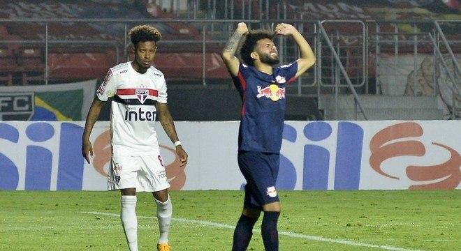 Claudinho lamenta pênalti perdido pelo Bragantino contra o São Paulo