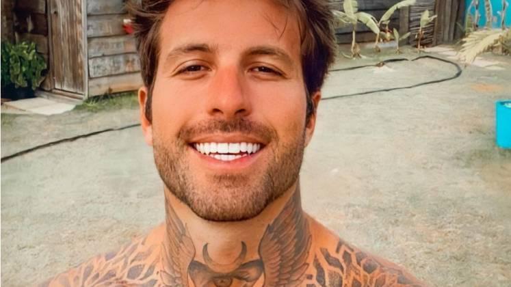 Claudinho MatosO empresário é outra celebridade que participou do De Férias com o Ex Brasil, integrando o elenco da segunda temporada do programa. Ele tem 28 anos e mora no Rio de Janeiro