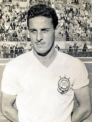 Cláudio - Atuou pelo Corinthians entre 1945 e 1957, com 550 jogos e 305 gols, é o maior artilheiro da história do clube e conquistou seis titulos.