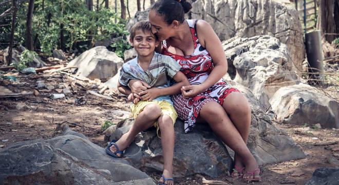 Clécia de Lima e o filho, Luis, atendido pelo Projeto Nova Canaã há três anos
