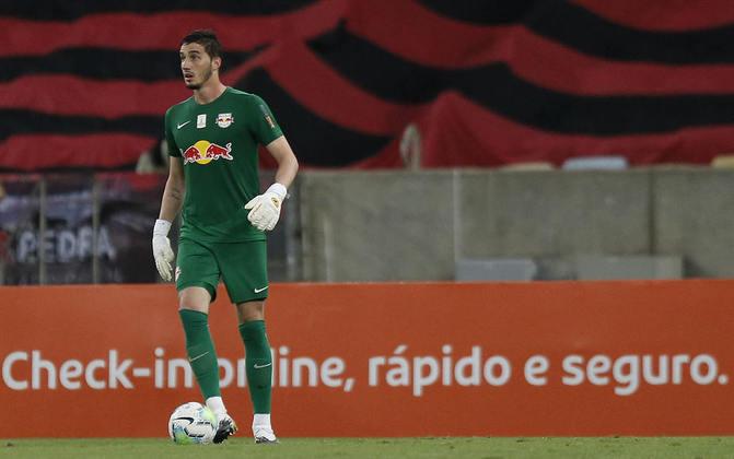 CLEITON - RB Bragantino (C$ 1,15) - Em uma rodada que deve exigir muito financeiramente dos cartoleiros, economizar no gol pode ser uma boa pedida, escolhendo o goleiro de um dos favoritos da rodada. Na última rodada, o Braga não sofreu gol do Sport e o adversário da rodada, o Goiás, passou em branco diante do Botafogo.