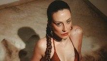 Cleo posa de biquíni em ensaio com tema selvagem e avisa: 'Indomável'
