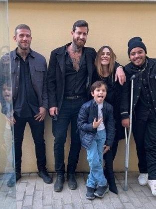 O menino ainda pôde ser visto em outras fotos ao lado do pai, da madrastra Cleo, e amigos