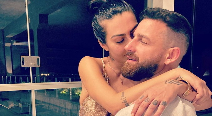 Cleo e Leandro D'lucca assumiram o romance com fotos combinadas no Instagram