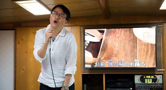 Atividades como karaokê, consideradas de alto risco para a covid-19, são muito populares no Japão