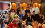 Qualquer almoço no CT do PSG merece registro com foto nas redes sociais. Thiago Silva, que vai embora no fim da Liga dos Campeões, usou a legenda 'família', para explicar a foto