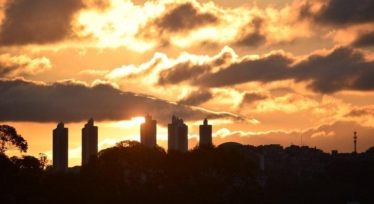São Paulo amanhece com sol e temperaturas elevadas