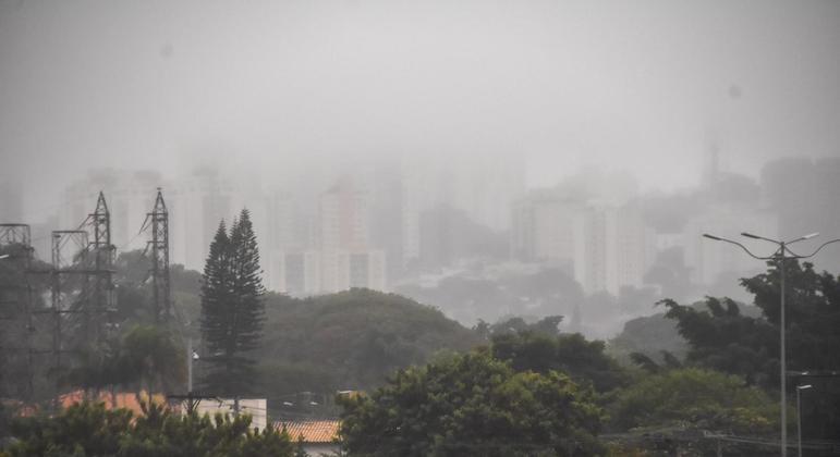 Temperatura não deverá ultrapassar os 19ºC em São Paulo neste domingo (13)