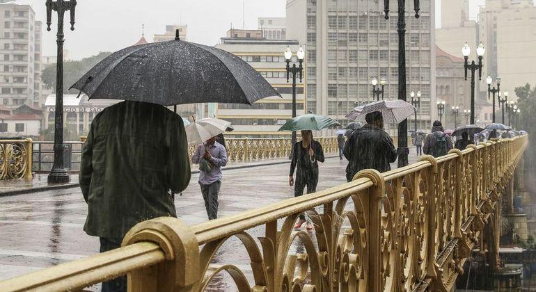 Chegada de frente fria na capital deixará o tempo nublado com probabilidade de chuvas