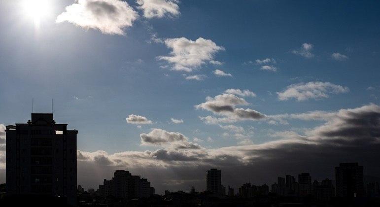 Com 28ºC na cidade de São Paulo há previsão de chuvas durante a tarde neste domingo (26)