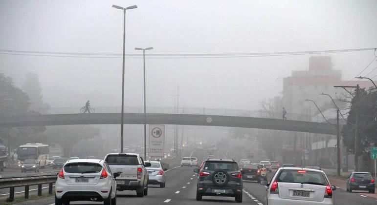 Com nebulosidade e dia chuvoso as temperaturas não passam de 20ºC na capital paulista