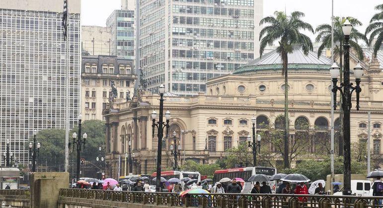 Temperatura máxima não deverá ultrapassar os 18ºC nesta sexta (11) na cidade de São Paulo