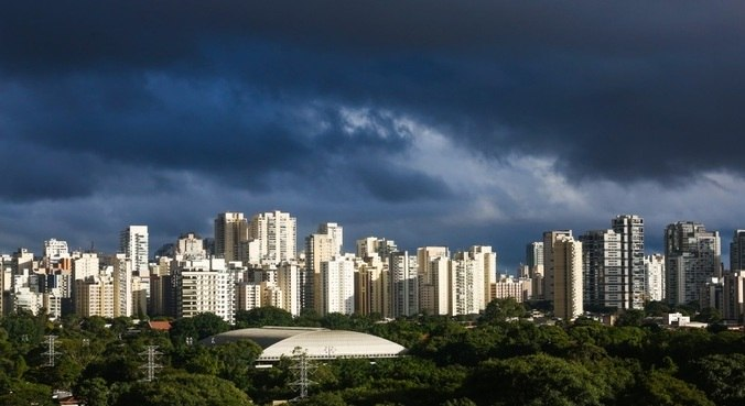São Paulo tem previsão de dia nublado e máxima de 25°C