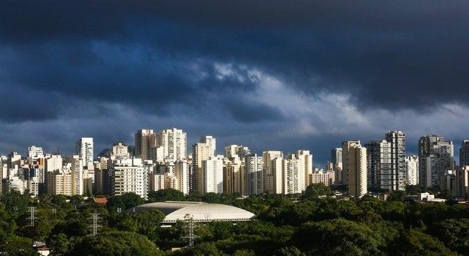 Manhã será de sol entre muitas nuvens e a mínima deve ficar em torno dos 21°C