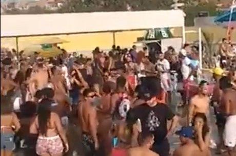 Festa com centenas de pessoas foi realizada neste domingo (16)