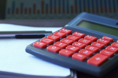 Não é preciso mais que um lápis, um caderno e uma calculadora para administrar melhor as finanças