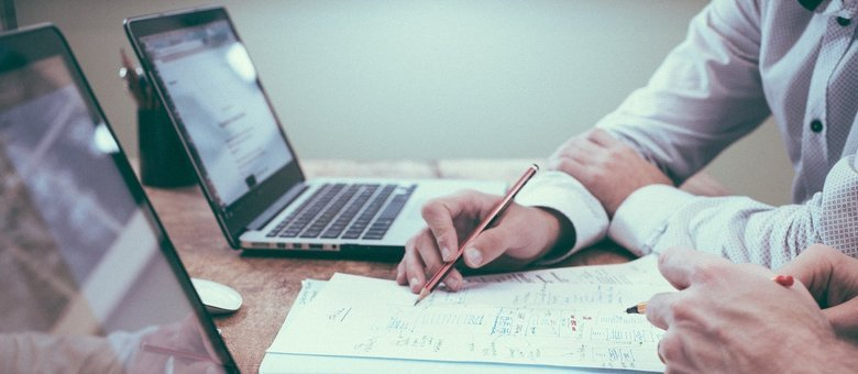 Especialistas analisam cuidadosamente as opções de mercado antes de montar uma carteira de recomendações