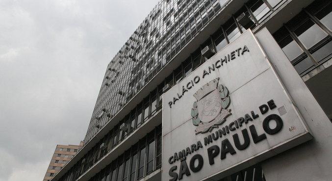 Vereadores de SP aprovam projeto de lei para compra de vacinas