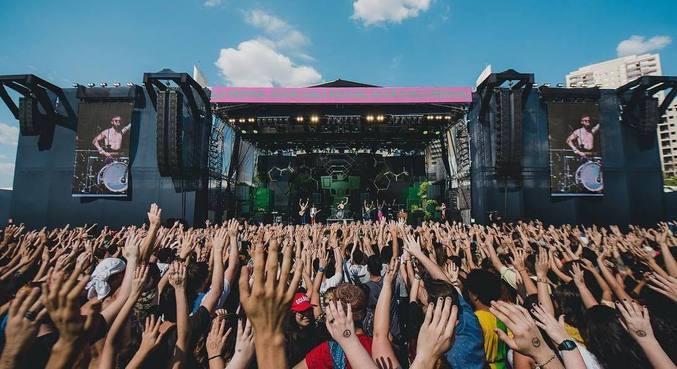 Artistas já anunciados para 2021 estão confirmados para 2022 no Coala Festival