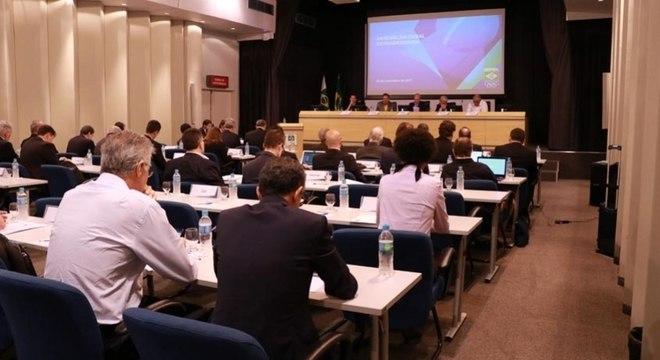 Uma Assembléia no COB