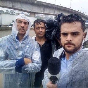 Com Marcelo Pólen, operador de sistemas, e Ronaldo Gouveia, repórter cinematográfico