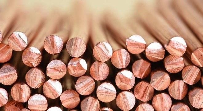 Larrouy-Maumus recomenda usar cobre apenas em superfícies de alto contato devido ao custo
