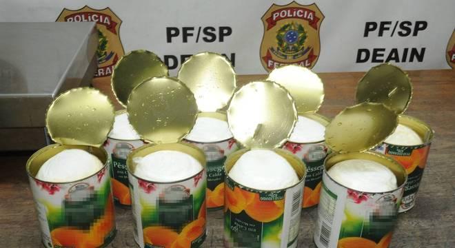 Cocaína era transportada dentro de latas de pêssego em calda