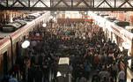 SP - CORONAVÍRUS/SP/FASE VERMELHA - GERAL SP - CORONAVÍRUS/SP/FASE VERMELHA - GERAL - Movimento intenso de passageiros na Estação Luz da CPTM, na região central de São Paulo, na manhã desta quarta-feira, 10. O lockdown em São Paulo entrou em vigor no último sábado, 06, com o objetivo de conter o avanço da pandemia de covid-19. Segundo o governador do Estado, João Doria (PSDB), o estágio mais crítico da quarentena, a fase vermelha, vai durar duas semanas, até o dia 19 de março.   Foto: ROBERTO COSTA/CÓDIGO19/ESTADÃO CONTEÚDO CDG20210310005 - 10/03/2021 - 08:19