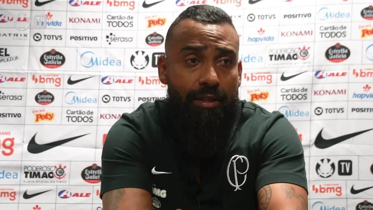 Coelho é muito inexperiente. Não estava pronto para comandar o Corinthians