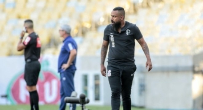 Coelho está comandando o Corinthians interinamente