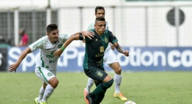 Coelho e Chape protagonizaram um jogo disputado e com muitos gols