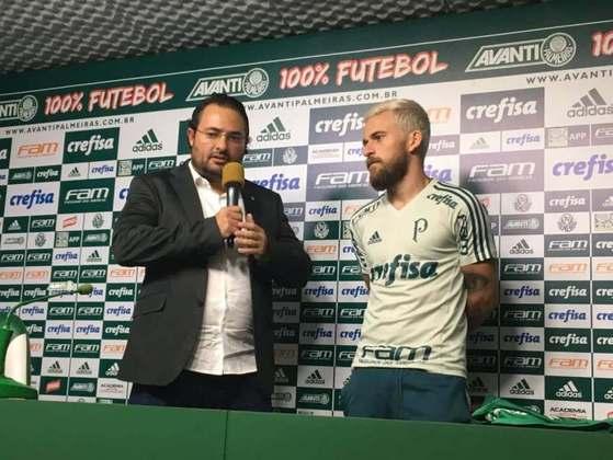 Coincidentemente, foi Alexandre Mattos que apresentou Lucas Lima na coletiva, além de dar a camisa do Palmeiras ao jogador, em janeiro de 2018