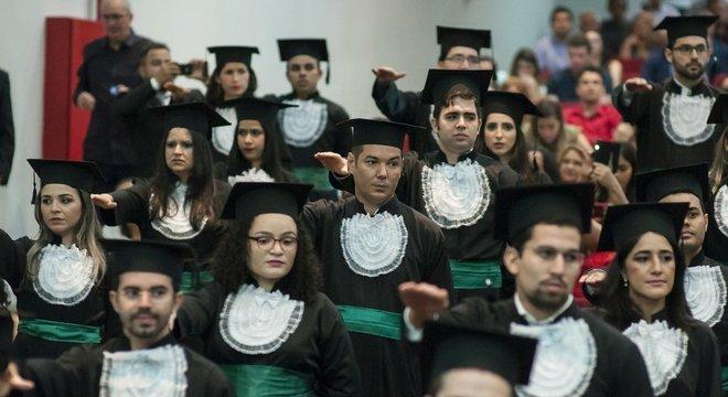 Colação de grau de formandos no Ceará: Brasil tem hoje cerca de 290 universidades de Medicina