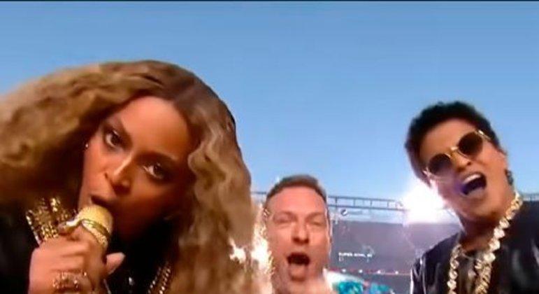 Coldplay, Beyoncé e Bruno Mars - Super Bowl 50 (2016)