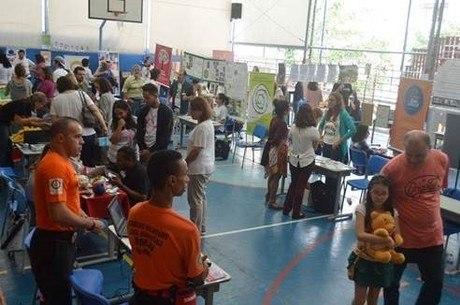 Alunos participam de feira de trocas de brinquedos