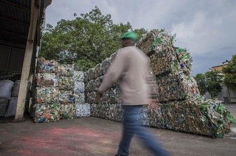 Destinação inadequada de lixo cresce 16% em 10 anos