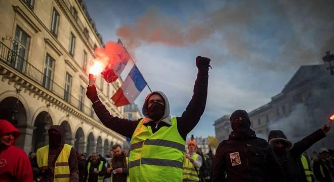 Polícia de Paris prendeu quase 240 pessoas após protestos