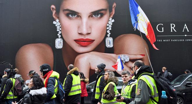 """França tem enfrentado há meses protestos dos """"coletes amarelos"""""""